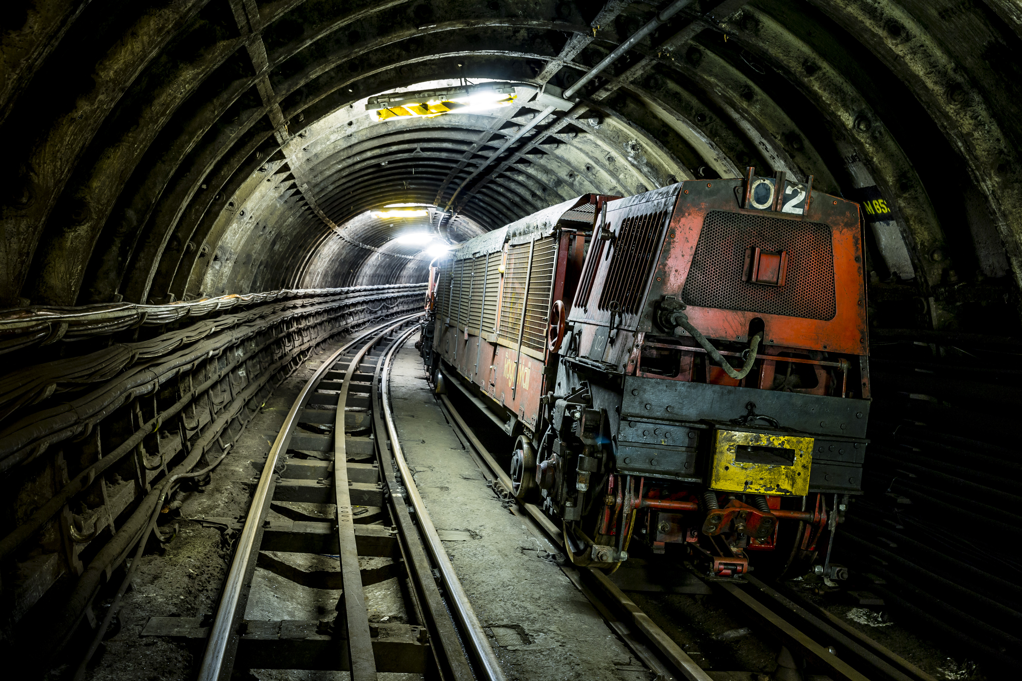 A-view-alone-the-Mail-Rail-tunnels-©The-British-Postal-Museum-Archive-Miles-Willis